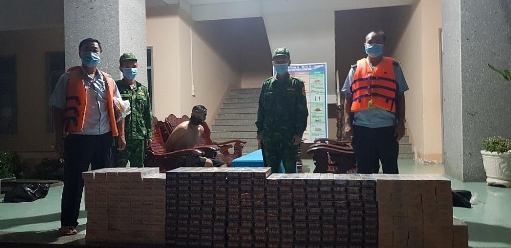 Thuốc lá lậu do Hải quan và Biên phòng cửa khẩu Vĩnh Xương (An Giang) phối hợp bắt giữ tháng 9/2021. Ảnh: T.L