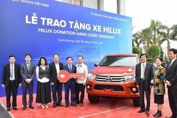 Quỹ Toyota Việt Nam trao tặng xe Toyota Hilux cho tỉnh Tuyên Quang
