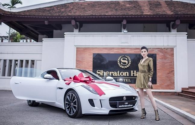 a hau huyen my chon xe the thao jaguar f type coupe lam ban dong hanh moi