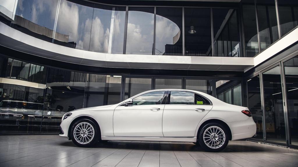 Giá từ 2,31 tỷ đồng, Mercedes E-Class 2021 có gì?