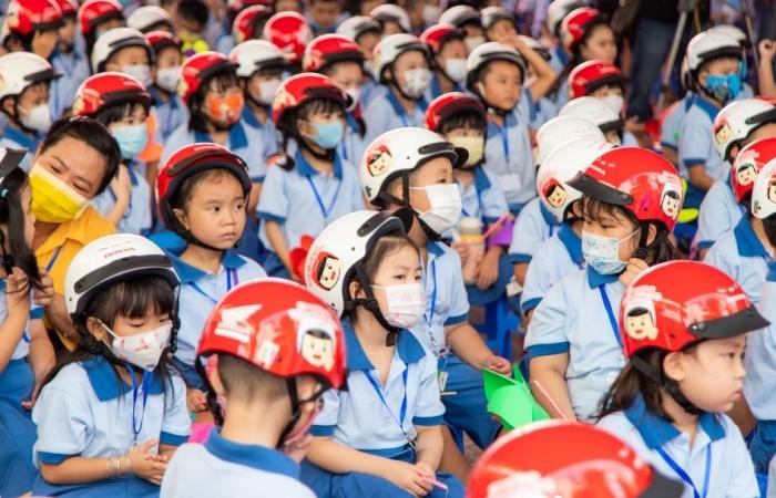 3 năm, gần 6 triệu mũ bảo hiểm của Honda Việt Nam được tặng cho học sinh lớp 1