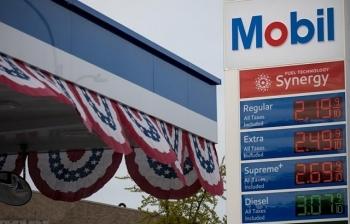 Giá dầu thế giới đã tăng hơn 10% khi kho dự trữ dầu thô của Mỹ tăng ít