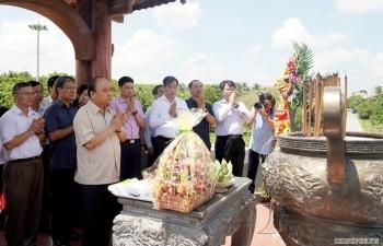 Thủ tướng dâng hương tưởng nhớ các Anh hùng Liệt sỹ ở Thành cổ Quảng Trị