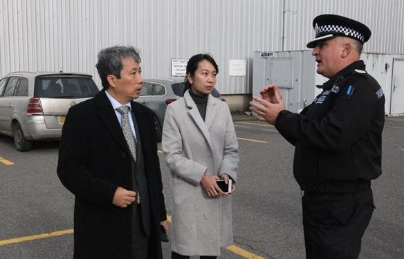 Đoàn sứ quán Việt Nam làm việc với cảnh sát Essex về vụ 39 thi thể