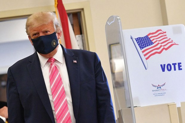 Bau cu My 2020: Tong thong Donald Trump bo phieu som tai bang Florida hinh anh 1