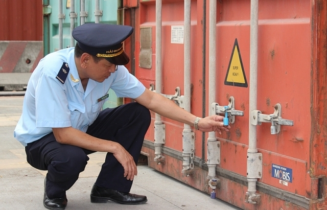 thang 7 giam them 2249 container phe lieu ton dong tai cang bien