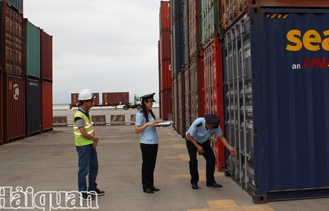 da giam 7217 container phe lieu ton dong tai cang