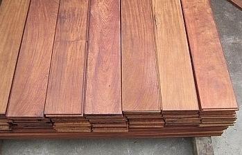 Mặt hàng gỗ ván sàn được phân loại vào nhóm 44.07