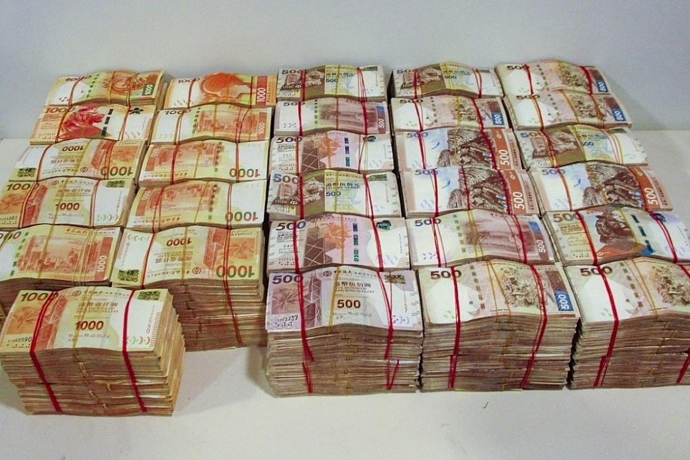 Tiền mặt bị thu giữ trong vụ án triệt phá đường dây rửa tiền qua hệ thống cầu  hầm vượt biển HongKong – Chu Hải – Macao.
