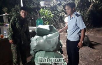 Hải quan An Giang bắt vụ xuất lậu khẩu trang lớn sang Campuchia