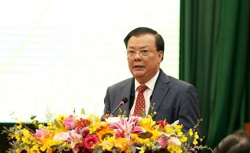 Bộ trưởng Đinh Tiến Dũng báo cáo tại hội nghị.