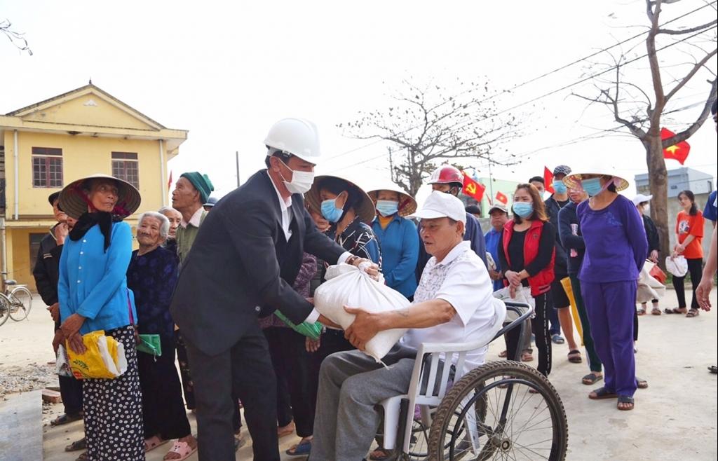 Khẩn trương xuất cấp gạo dự trữ hỗ trợ người dân trong dịp Tết Nguyên đán 2021