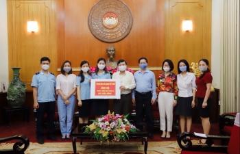 Thanh niên Hải quan toàn quốc trao tặng 260 triệu đồng ủng hộ phòng, chống Covid-19