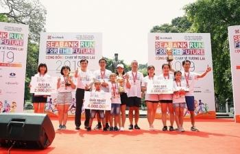 Gần 2.300 người tham gia giải chạy gây quỹ cho trẻ nghèo hiếu học