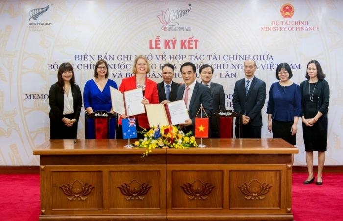 Việt Nam - New Zealand ký biên bản hợp tác tài chính