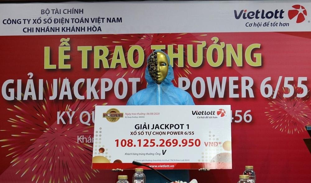 mua covid chu nhan giai jackpot 108 ty dong mac do bao ho di linh thuong