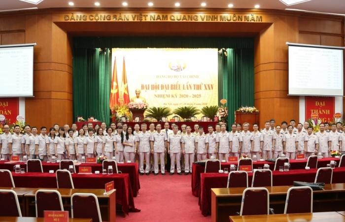 Nâng cao chất lượng đội ngũ đảng viên, công chức thực hiện thắng lợi các nhiệm vụ chính trị của ngành Hải quan