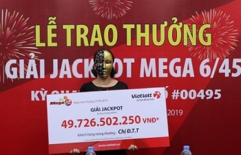 1 trong 2 chủ nhân giải Jackpot gần 100 tỷ đồng đã đến nhận tiền