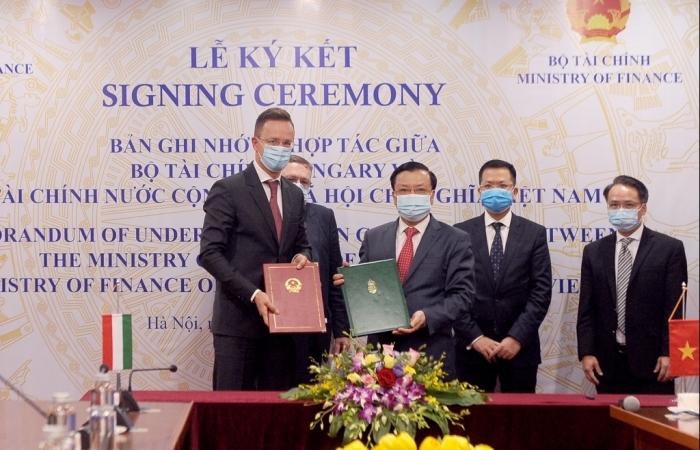Việt Nam và Hungary ký kết biên bản hợp tác về tài chính