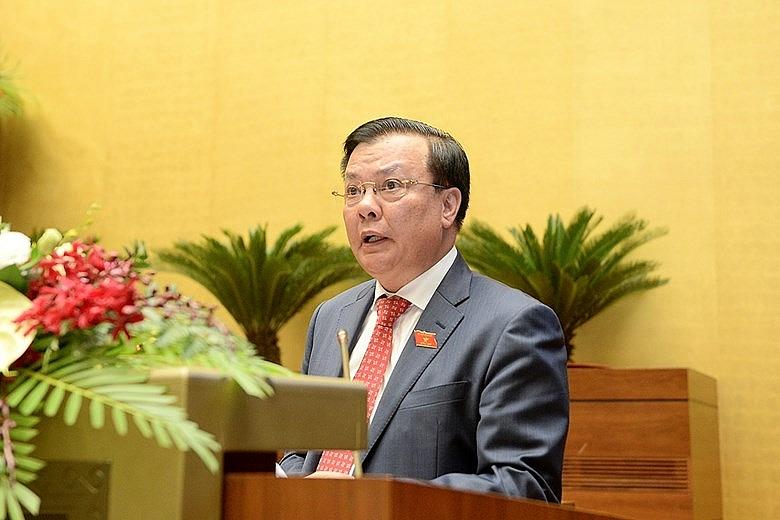 Bộ trưởng Đinh Tiến Dũng báo cáo trước Quốc hội.