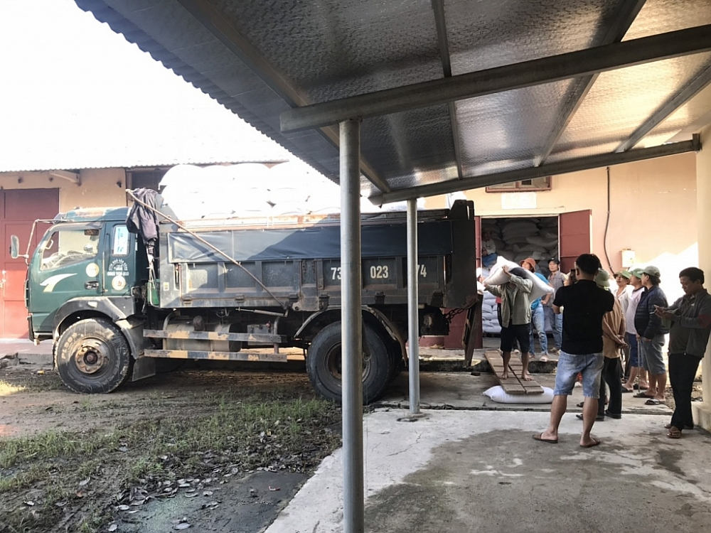 Chùm ảnh: Lực lượng Dự trữ Nhà nước dốc toàn lực khẩn trương đưa hàng hỗ trợ tới vùng lũ