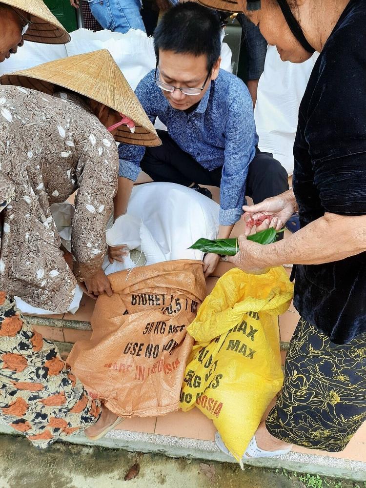 Tổng cục Dự trữ Nhà nước khẩn trương đưa gạo hỗ trợ bà con vùng lũ