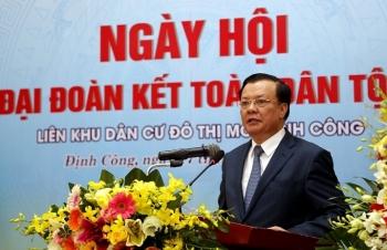 Bộ Tài chính tặng quà các hộ nghèo phường Định Công