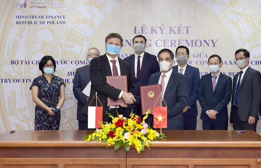 Ký ghi nhớ hợp tác tài chính giữa Việt Nam và Ba Lan