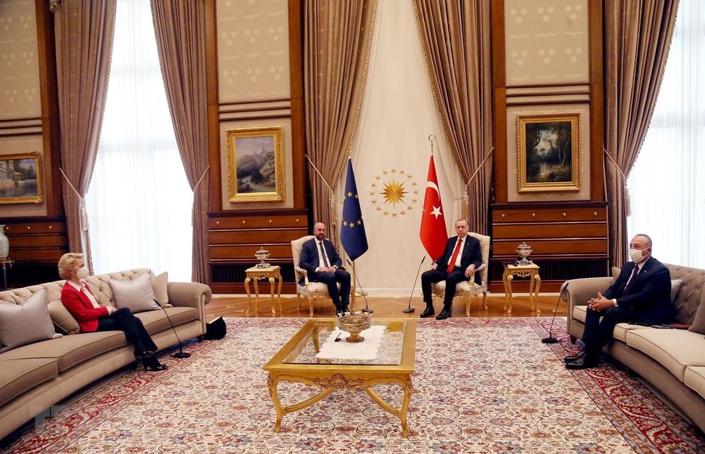 """""""Bê bối ghế sofa"""" trong cuộc hội đàm giữa lãnh đạo EU và Thổ Nhĩ Kỳ"""
