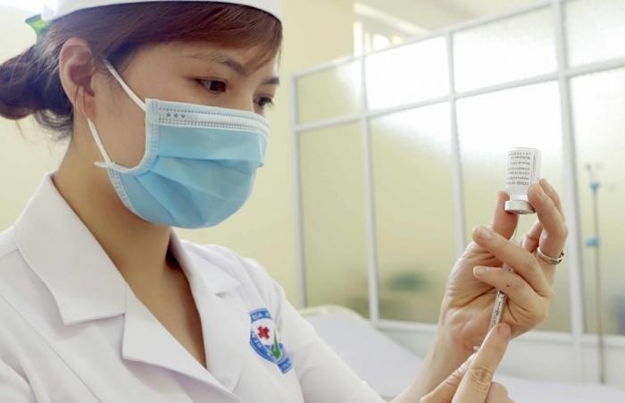 Tai biến sau tiêm vaccine phòng COVID-19: Đừng quá hoang mang