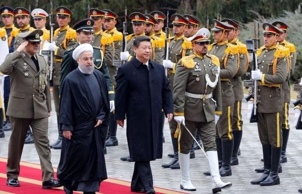 """Mỹ từng bước đẩy Iran vào """"vòng tay"""" Trung Quốc như thế nào?"""