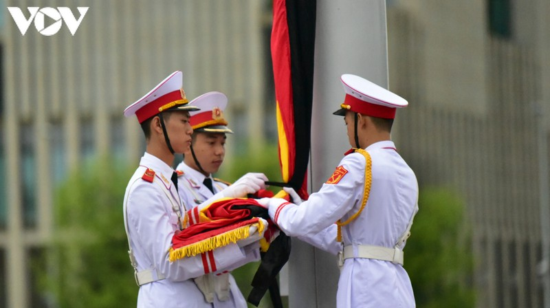 anh: nghi le treo co ru quoc tang nguyen tong bi thu le kha phieu tai ha noi hinh 7