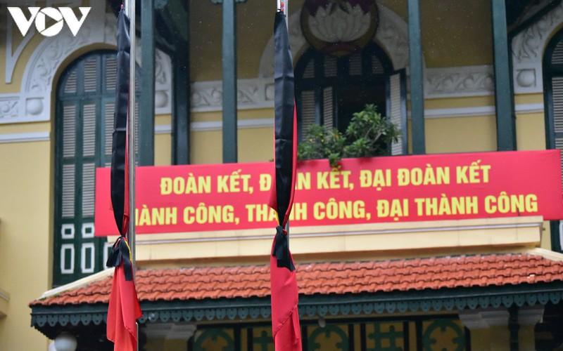 anh: nghi le treo co ru quoc tang nguyen tong bi thu le kha phieu tai ha noi hinh 14