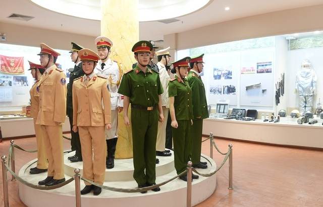 Hình ảnh gần gũi của Chủ tịch Hồ Chí Minh với Công an Nhân dân