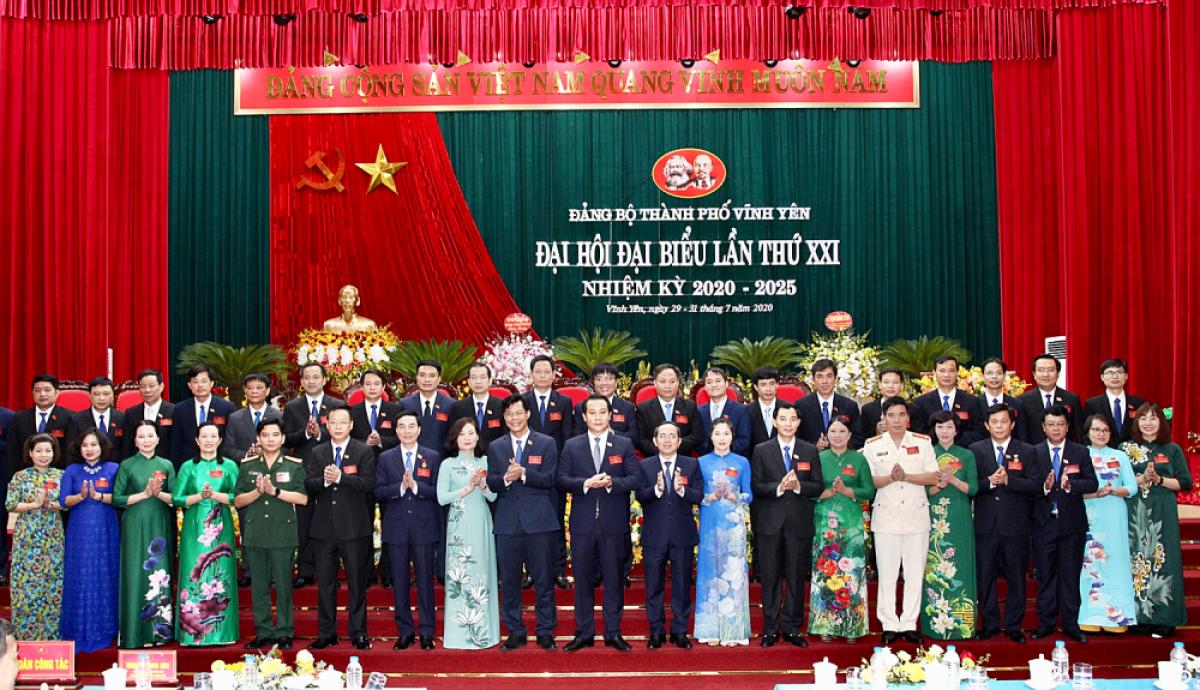 Ban Chấp hành Đảng bộ thành phố Vĩnh Yên lần thứ XXI, nhiệm kỳ 2020-2025 gồm 41 ra mắt Đại hội. (Ảnh: Báo Xây dựng)