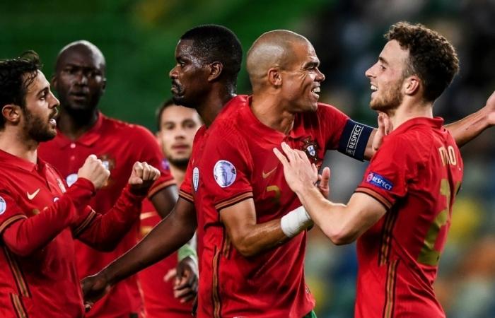 Không Ronaldo, Bồ Đào Nha vẫn đại thắng Thụy Điển