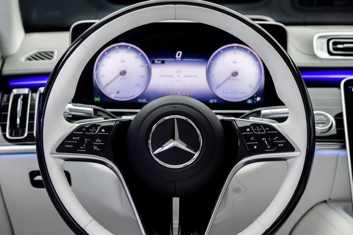Mercedes đã xác định rằng Trung Quốc, Hàn Quốc, Nga, Mỹ và Đức là những thị trường chính của chiếc Maybach S-Class mới, với tốc độ tăng trưởng tại Trung Quốc là gấp đôi. Thế hệ mới của dòng xe này nhằm mục đích tiếp nối thành công của hãng, với việc bán hàng sẽ bắt đầu vào cuối năm nay.