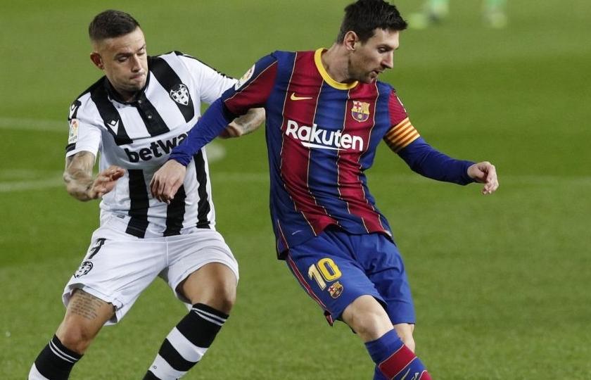 """Messi đóng vai """"người hùng"""", Barca nhọc nhằn hạ Levante"""