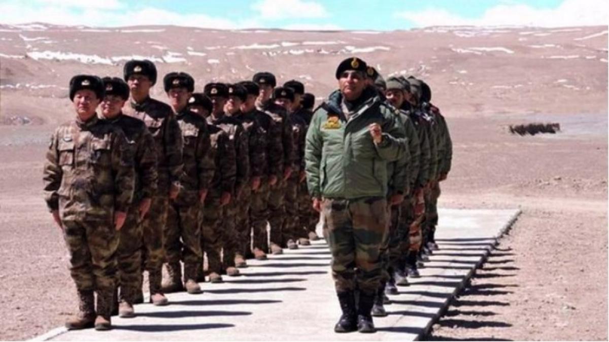 Binh sĩ Trung Quốc và Ấn Độ tại khu vực biên giới. (Ảnh: PTI)